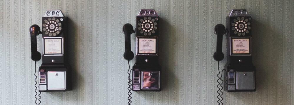 Öffentliche Telefone an der Wand Pavan Trikutam CC0 1.0